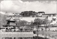 potala_from_lake
