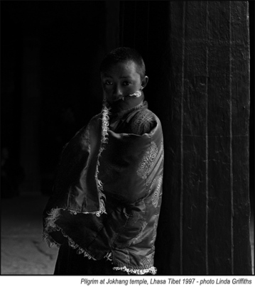 Tibetan_with_fur_cape_Jokhang